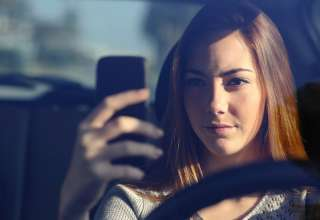 Dlaczego prawo nie działa na gaduły za kierownicą