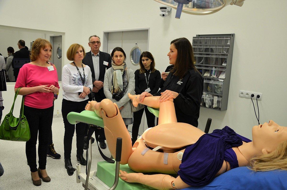 Studenci pielęgniarstwa w całej Polsce będą szkolić się w nowoczesnych laboratoriach symulacji medycznych