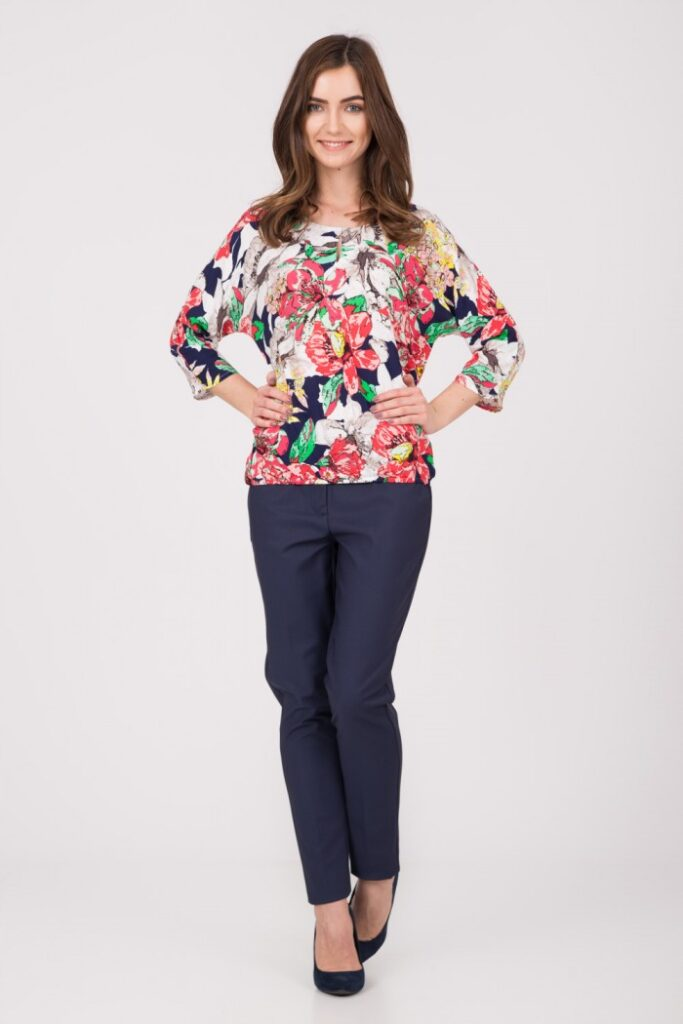 Multikolorowa bluzka bombka w kwiaty quiosque