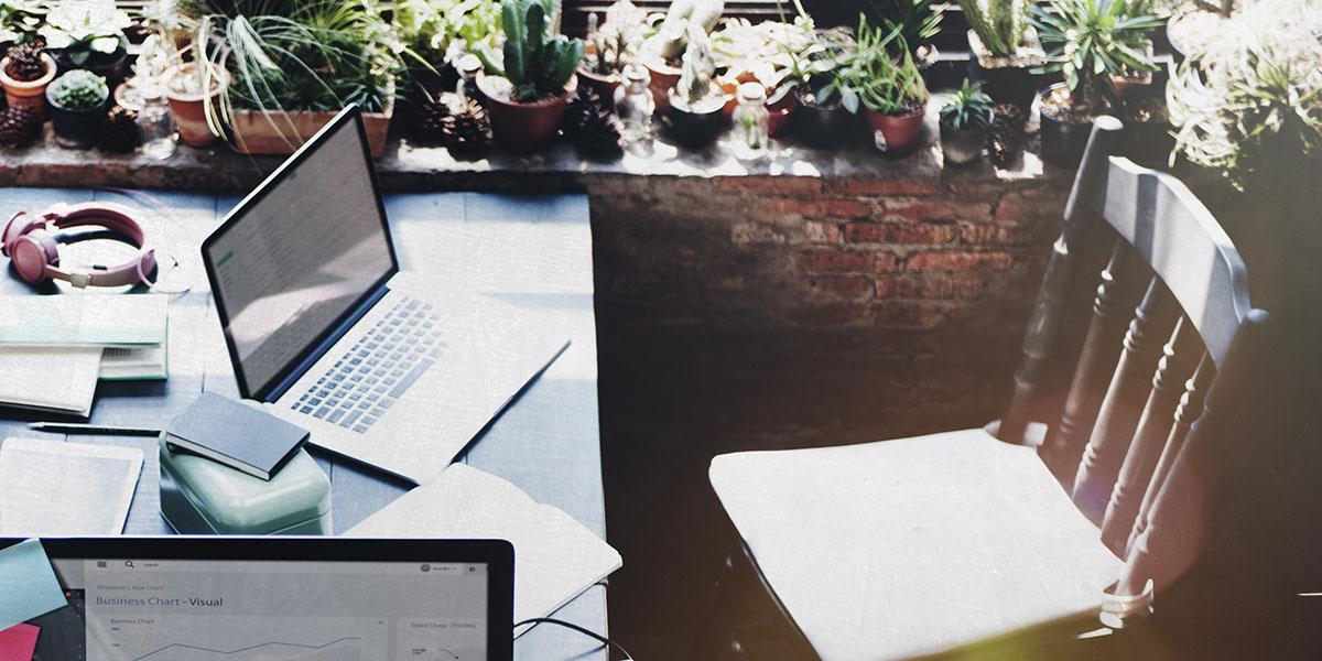 Jak urządzić i oświetlić pokój do pracy w domu lub mieszkaniu?